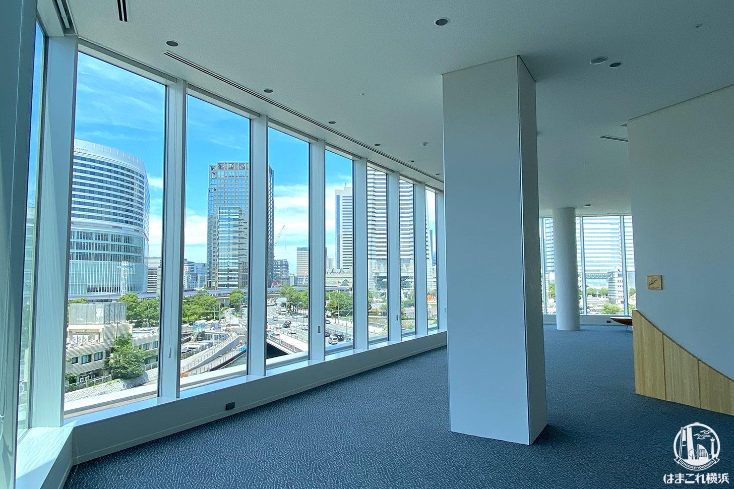 横浜市庁舎「ラウンジ」から見た景色