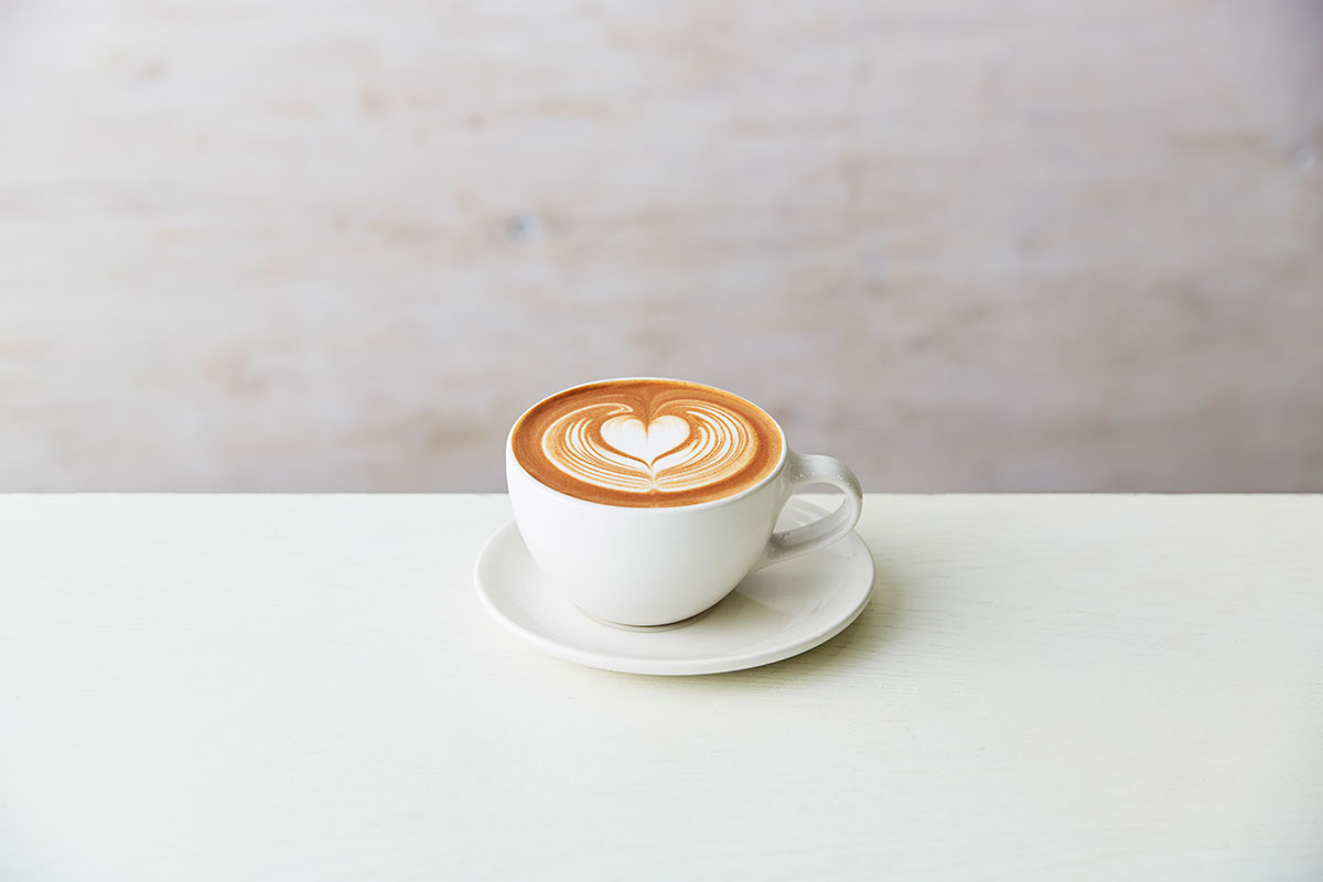 ブルーボトルコーヒー みなとみらいカフェ、初のテラス席完備でマークイズにオープン!