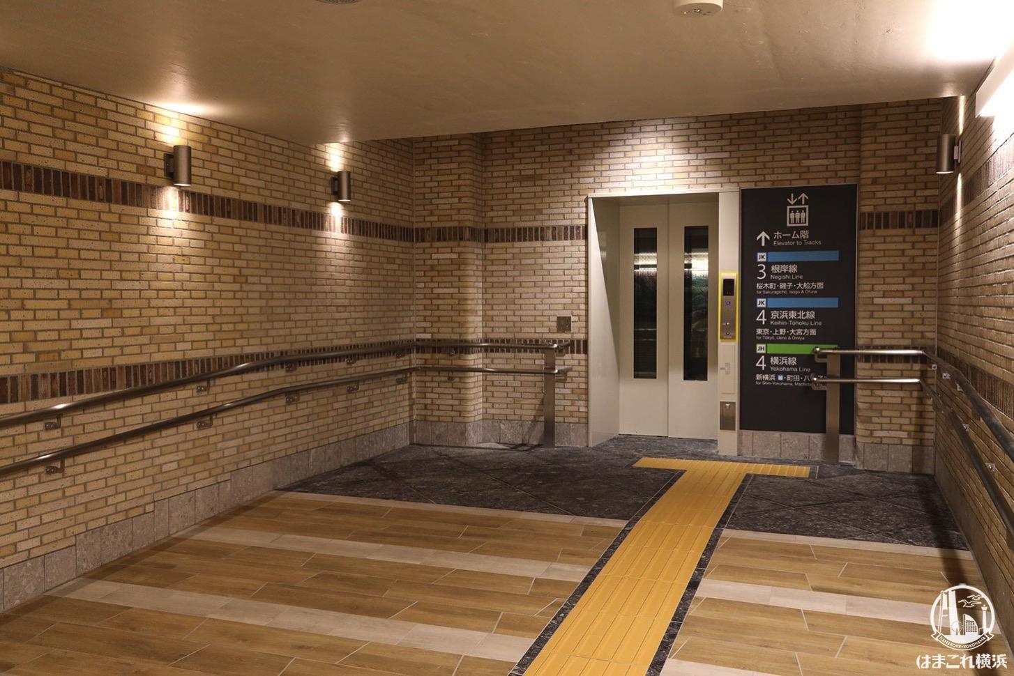 ホーム階に繋がるエキュートエディション横浜