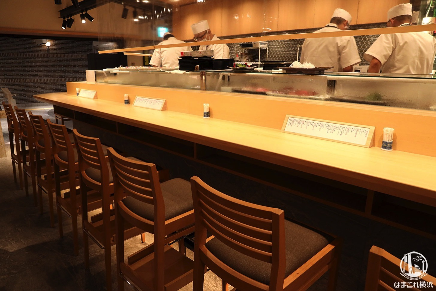 寿司&日本酒バー「横浜すし好」カウンター席