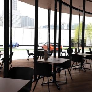 """ニッサン チャヤ カフェで""""食と技術""""の融合体験!ロボットウエイターも活躍"""