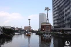ロープウェイの支柱が横浜みなとみらいの汽車道沿い運河に!桜木町駅前には駅舎も