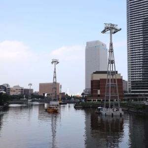 ロープウェイの支柱、横浜みなとみらいの汽車道沿い運河に出現 桜木町駅前には駅舎も