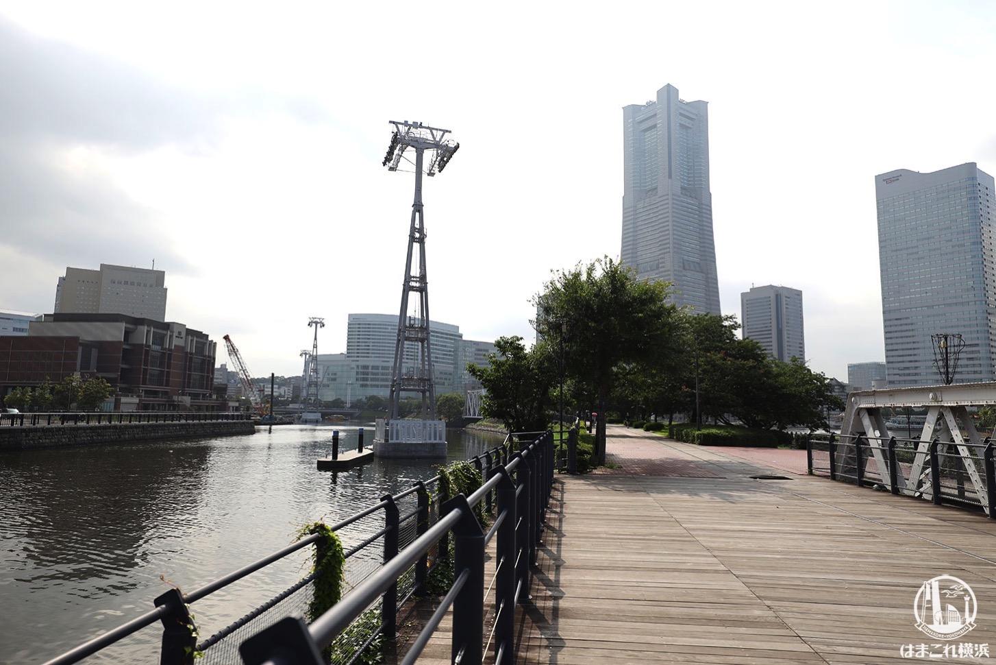 汽車道横 運河のロープウェイ支柱