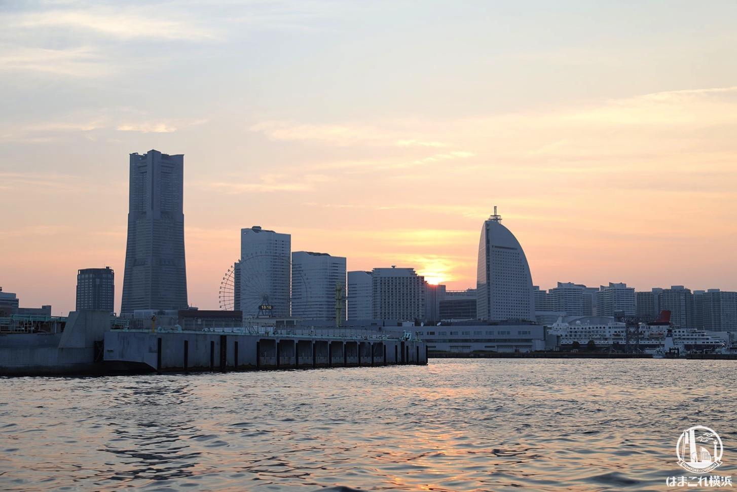 シーバス オープンデッキから見た日暮れの横浜