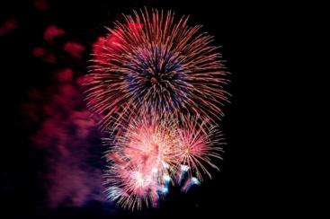 8月22日全国28都県で花火打ち上げ!神奈川県でも「エール花火」