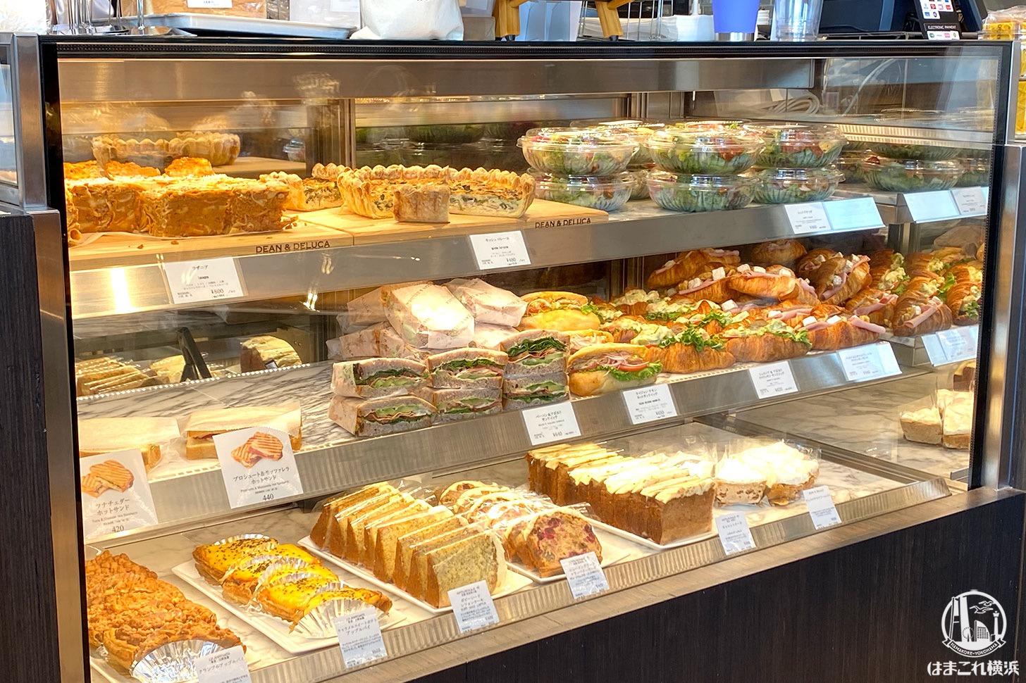 ディーンアンドデルーカカフェ コレットマーレみなとみらい レジ横のパン各種