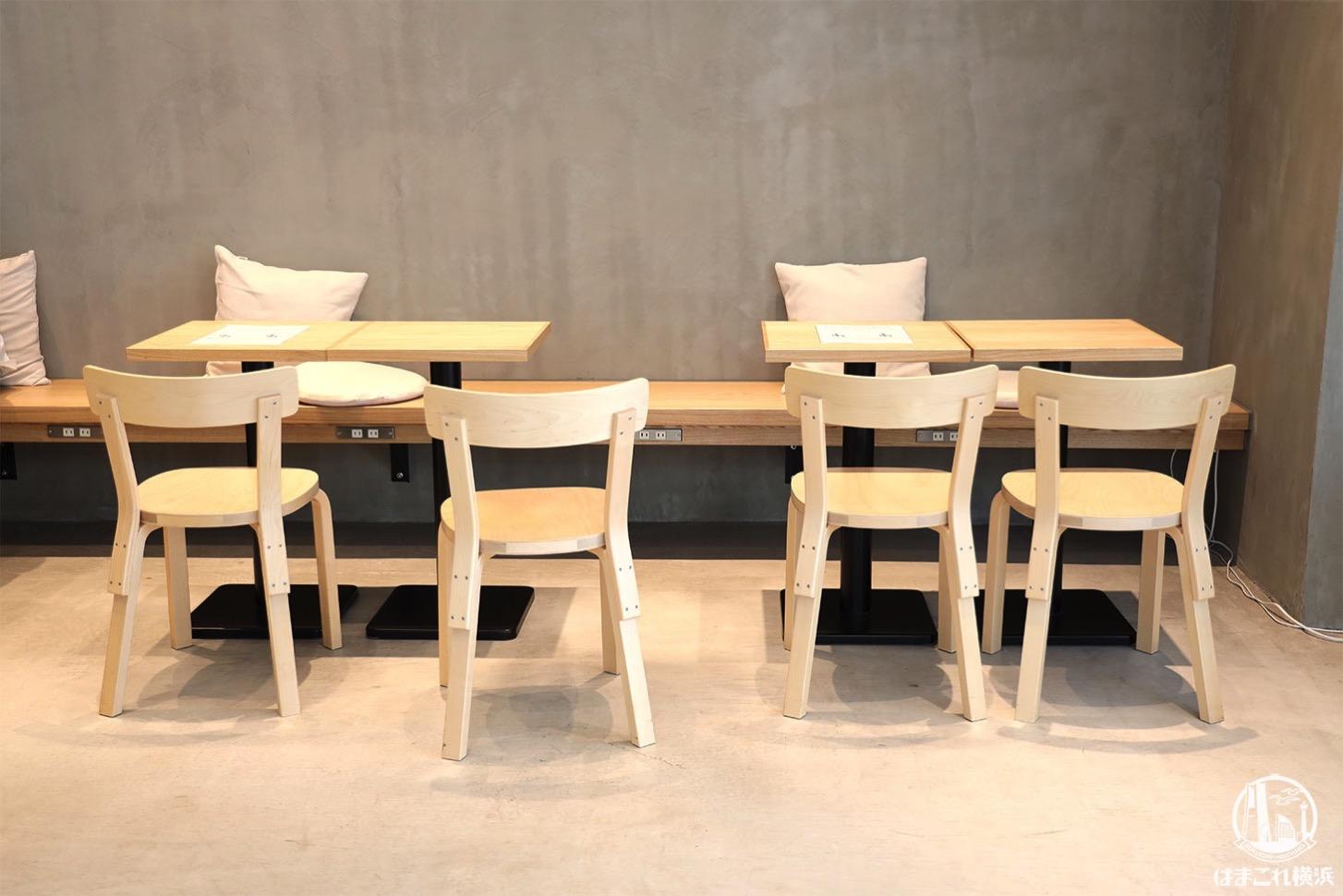 片側ソファのテーブル席