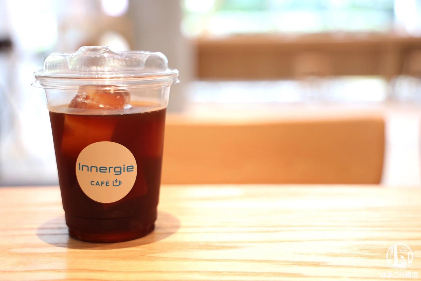 横浜「Innergie CAFÉ」はオニバスコーヒー飲める希少カフェ!電源席多数、EV充電スタンドも