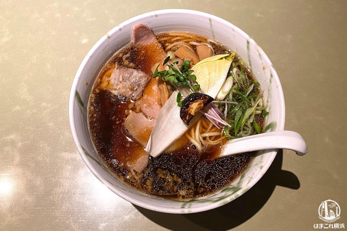 横浜・弘明寺「ロ麺ズ」の醤油ラーメン好きすぎる!スープもトッピングも凝ってて美味
