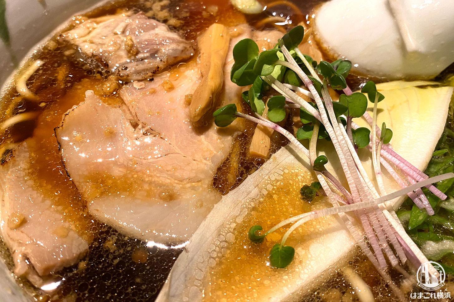 横浜・弘明寺「ロ麺ズ」醤油ラーメン トッピング