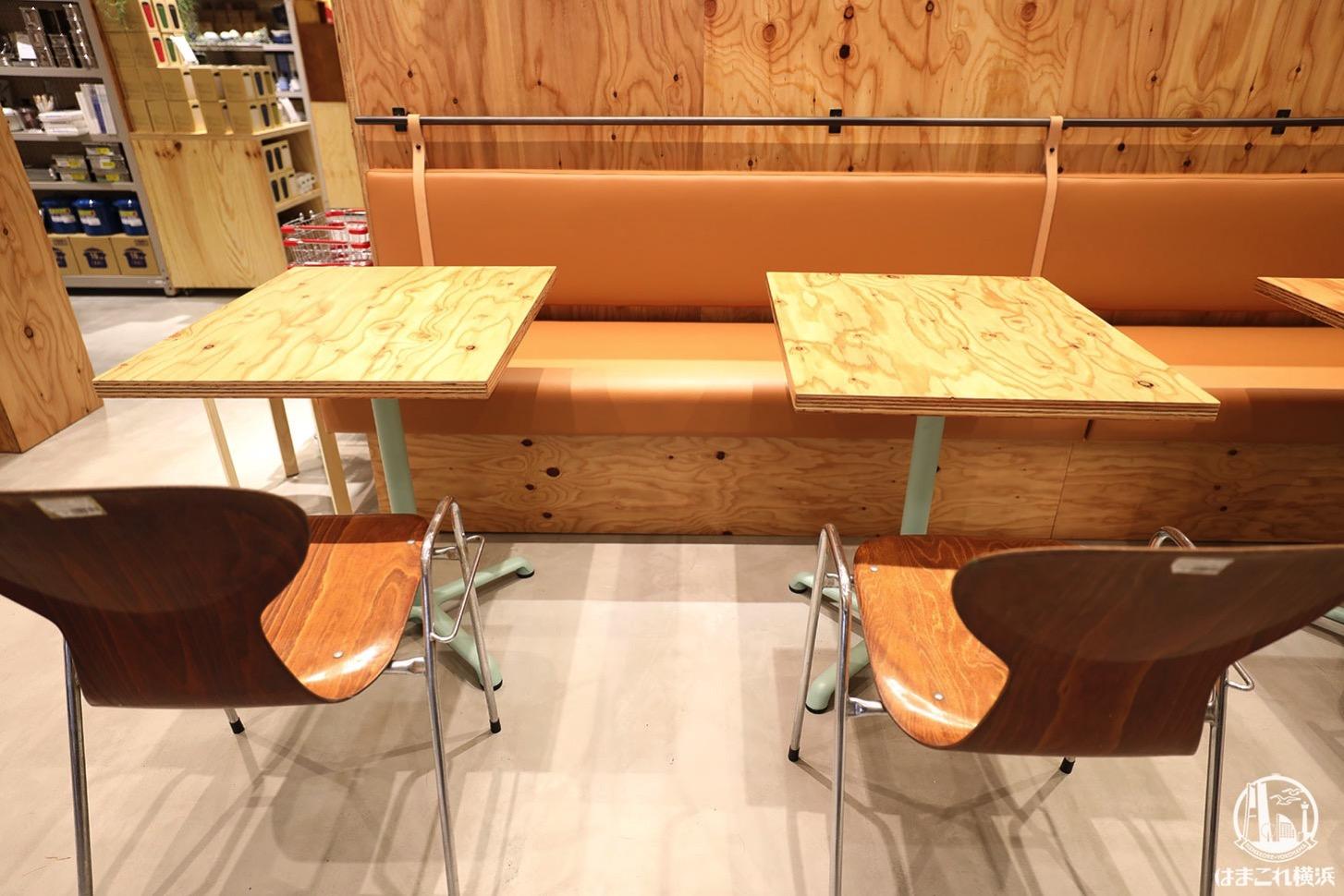 有隣堂「STORY STORY YOKOHAMA」書店内のテーブル席
