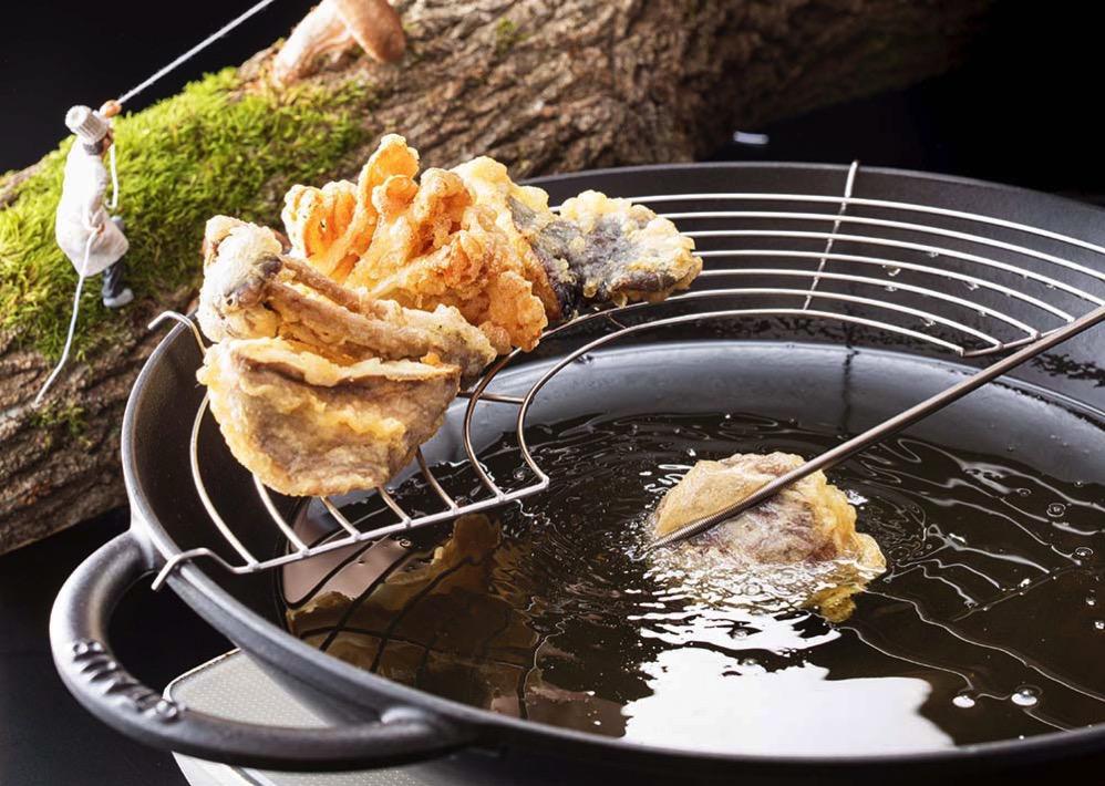 5種のきのこを天ぷらで食べ比べ