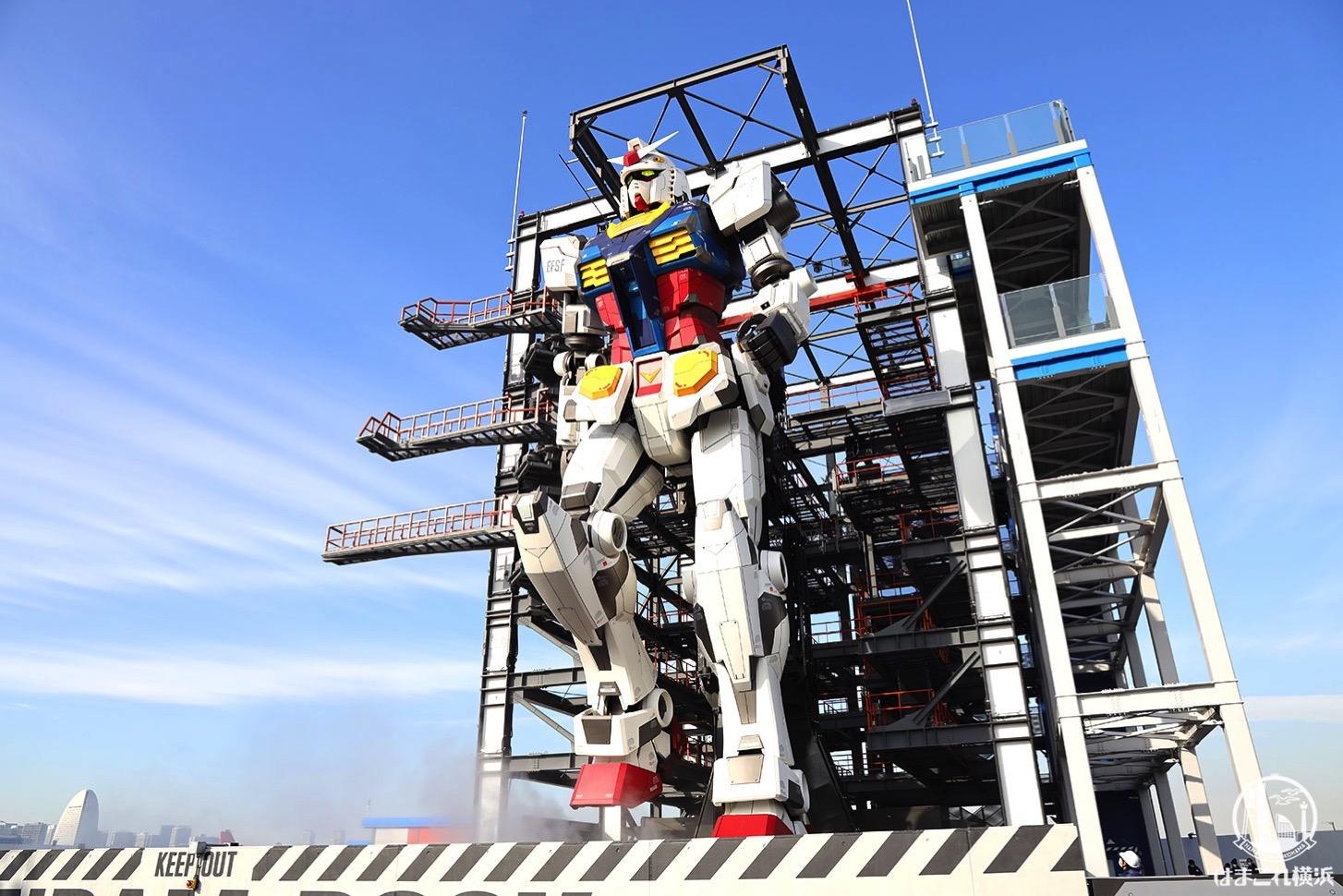 横浜の動くガンダムお披露目!ドックタワーからの眺めやカフェ、ライトアップまで現地レポ