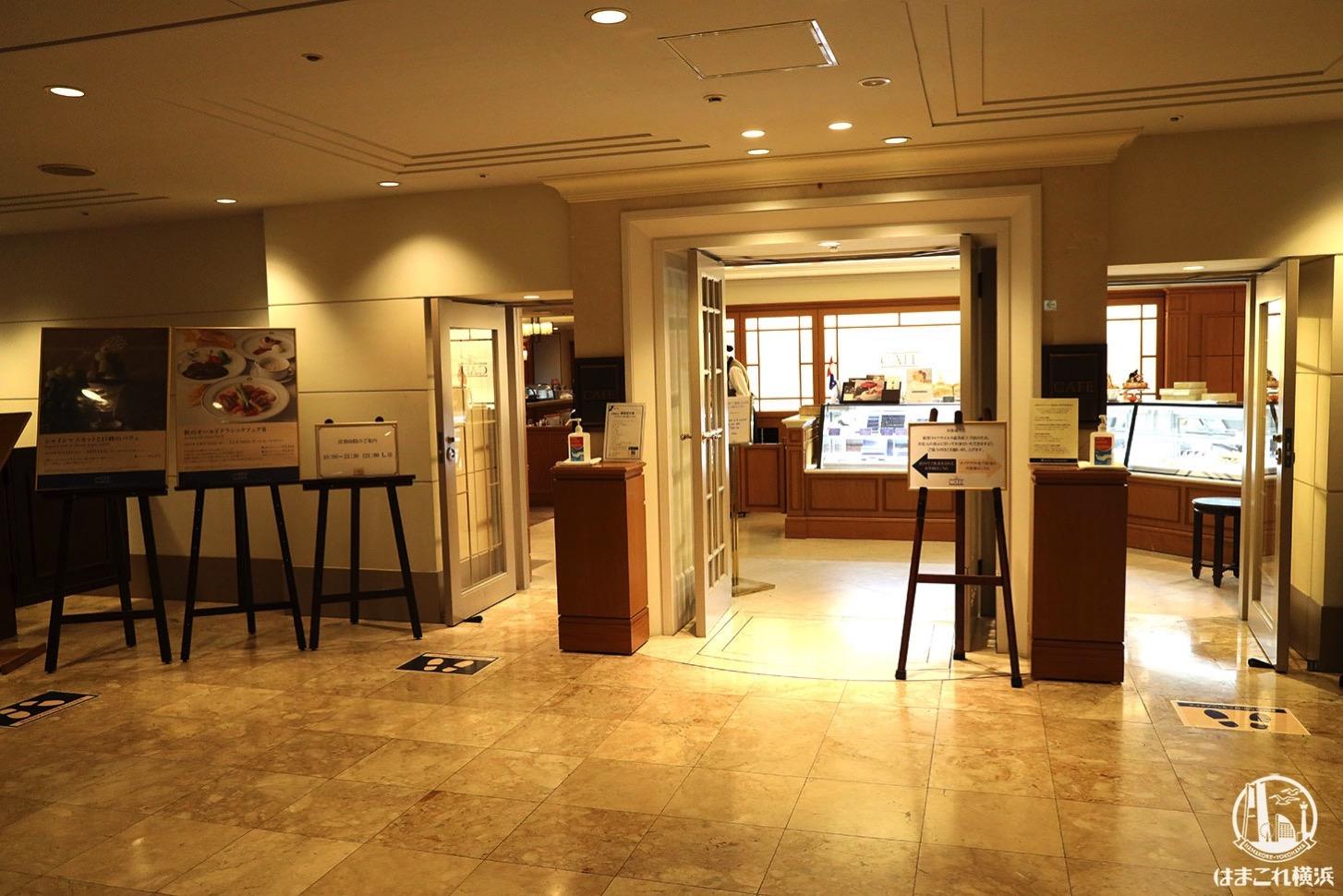 ホテルニューグランド本館1階の「ザ・カフェ」外観・入り口