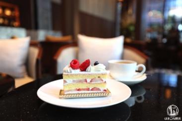 ハイアットリージェンシー横浜のラウンジカフェがお洒落で落ち着く!ケーキとカフェラテ