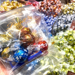 リンツショコラのアウトレット・横浜ベイサイドは大容量詰め合わせ半額!割引の計り売り体験