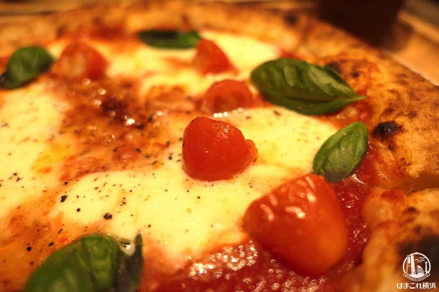 モッツァレラチーズを乗せて焼いたマルゲリータ
