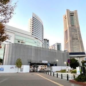 横浜・桜木町駅前のロープウェイ駅舎 あかいくつ・ピアラインのバス停頭上を越えてた!