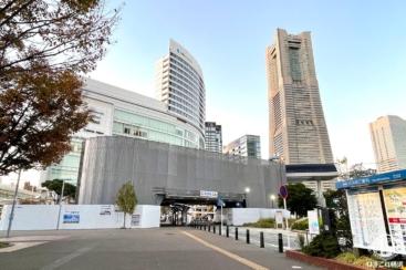 桜木町駅前のロープウェイ駅舎工事であかいくつ・ピアラインのバス停越える!