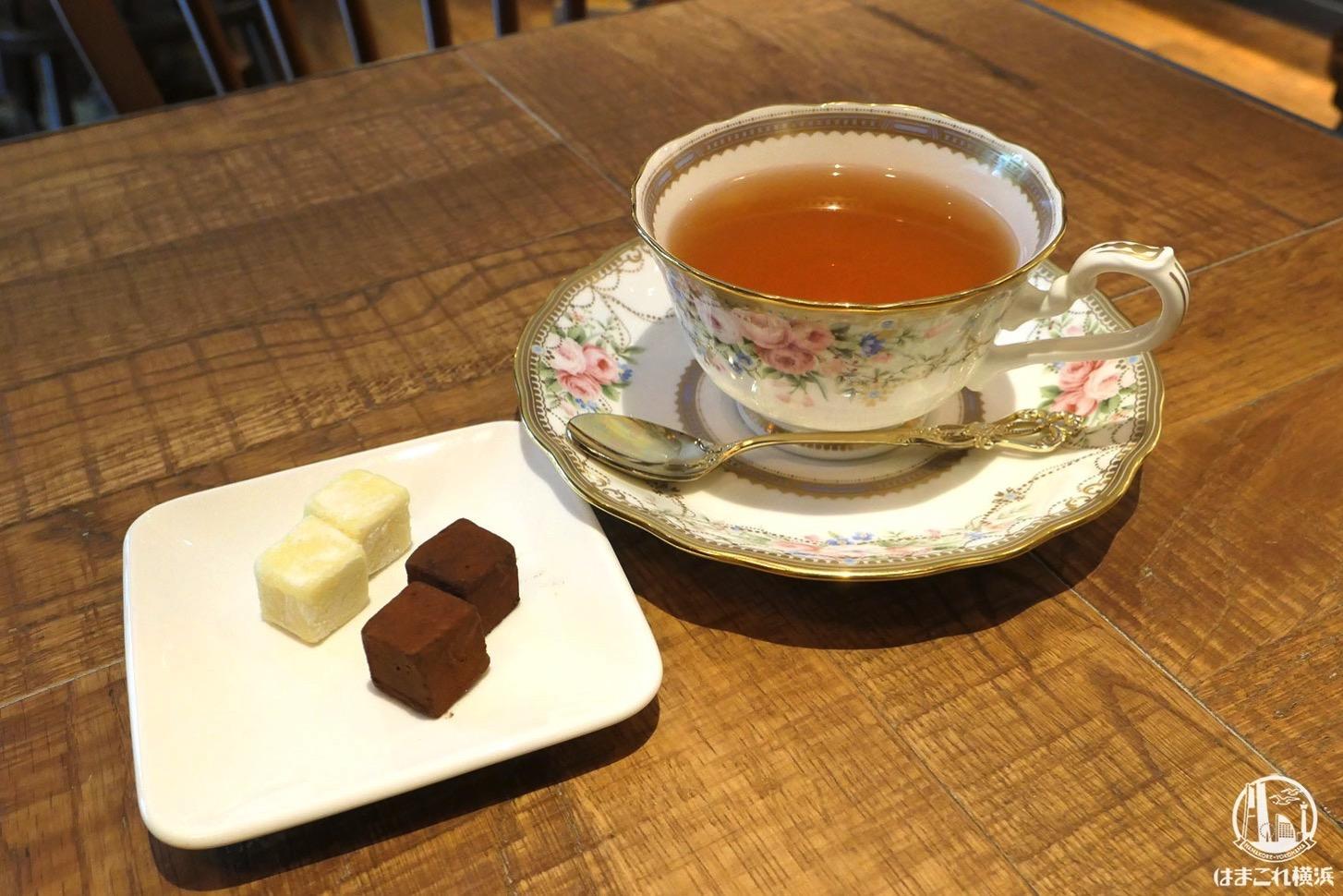 シルスマリア馬車道本店はカフェ併設!生チョコ2種セットとカカオティーでまったり