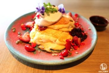ぴあアリーナMMのカフェでパンケーキ!見た目華やか美味しすぎてまた行く