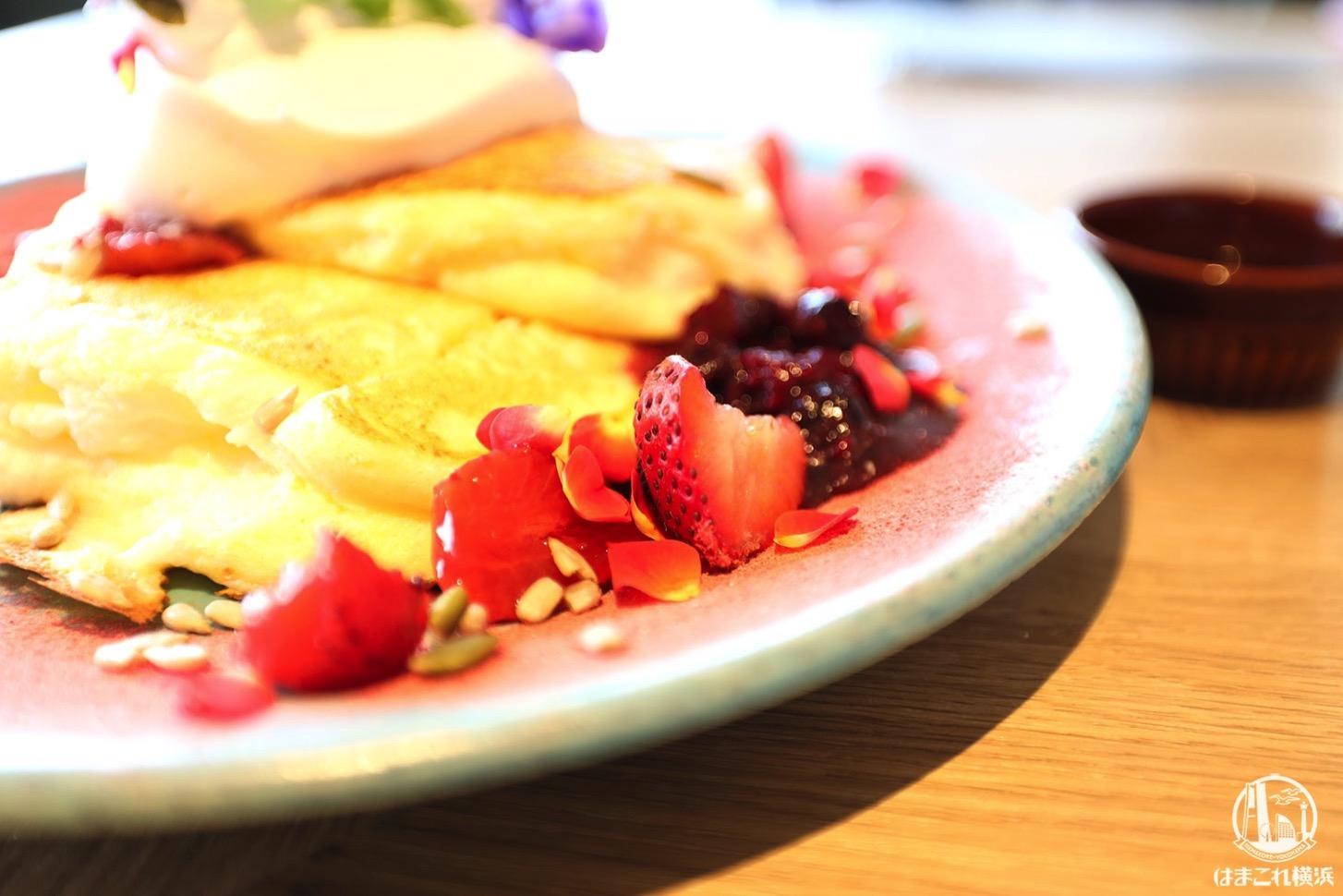 パンケーキ「Fresh-Red」を彩るトッピング