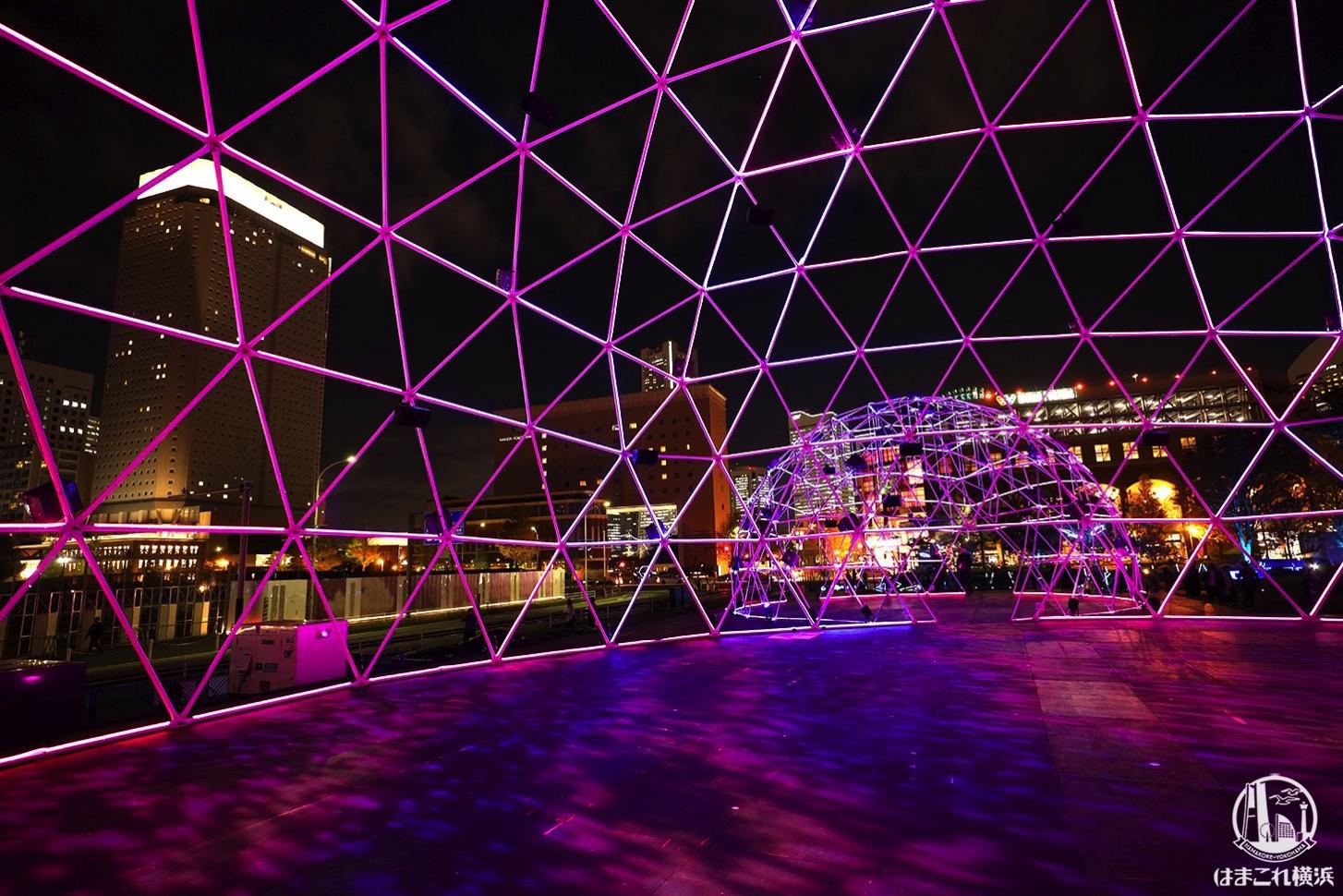 新港中央広場「ヨルノヨ」クロスドームの中から見たイルミネーション
