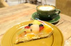 シァル横浜「ア・ラ・カンパーニュ」のフルーツタルトがジューシーで絶品!カフェラテも魅力