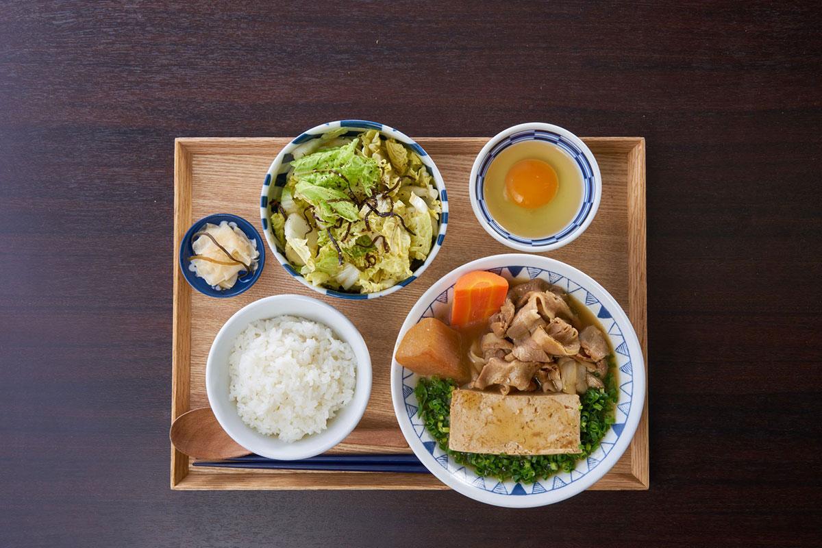 ごろごろ野菜のごちとん豚汁定食浅漬け風サラダセット