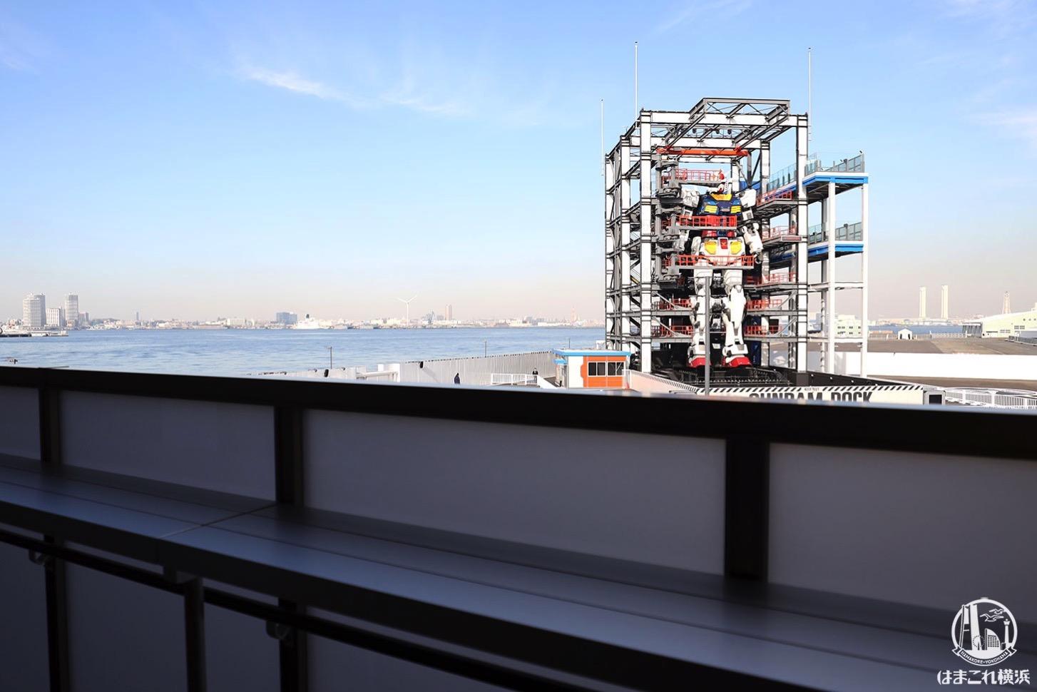 ガンダムカフェから眺める動くガンダム
