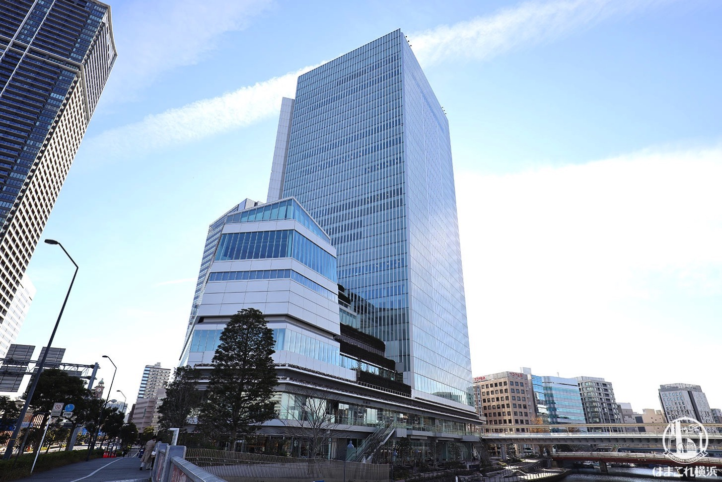横浜市役所・ラクシスフロント