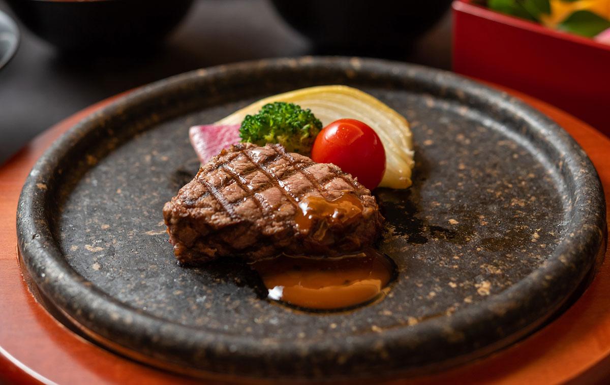 国産牛フィレ肉の石焼ステーキ