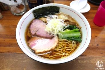 東神奈川「らぁめん夢」でわんたんラーメン!注射器で煮干油投入・一気に味変