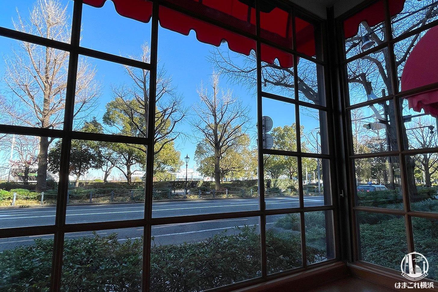 ホテルニューグランド ザ・カフェ 窓側の席からの景色