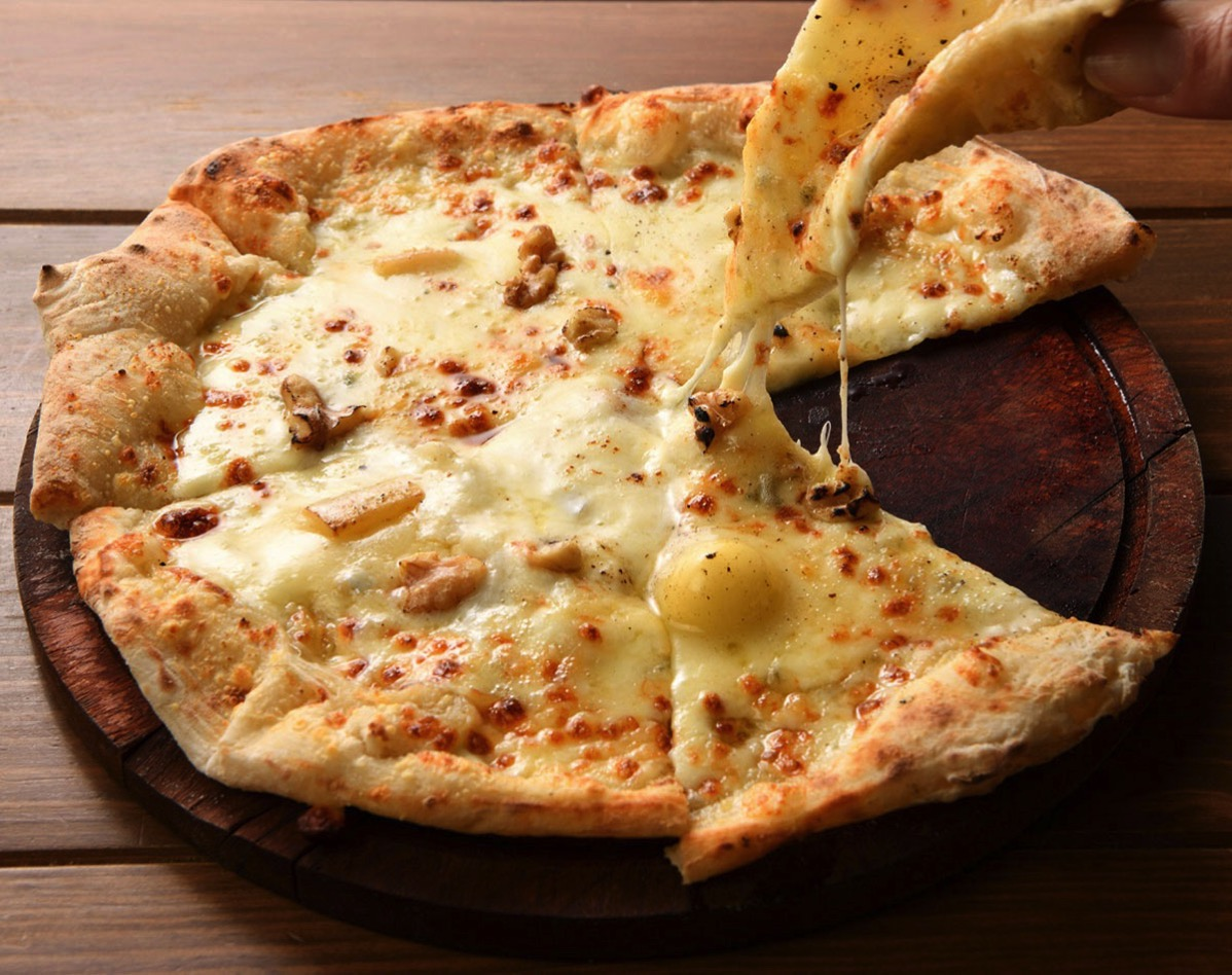 バンサンに自宅で味う冷凍ピッツァや自家製パスタ、チーズテリーヌなど持ち帰り登場!