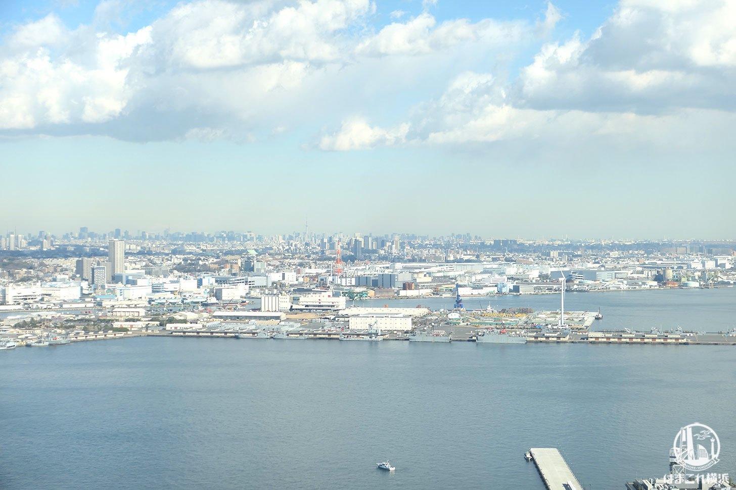 ザ・タワー横浜北仲 無料展望フロアから見た横浜ザ・タワー横浜北仲 無料展望フロアから見た東京スカイツリー