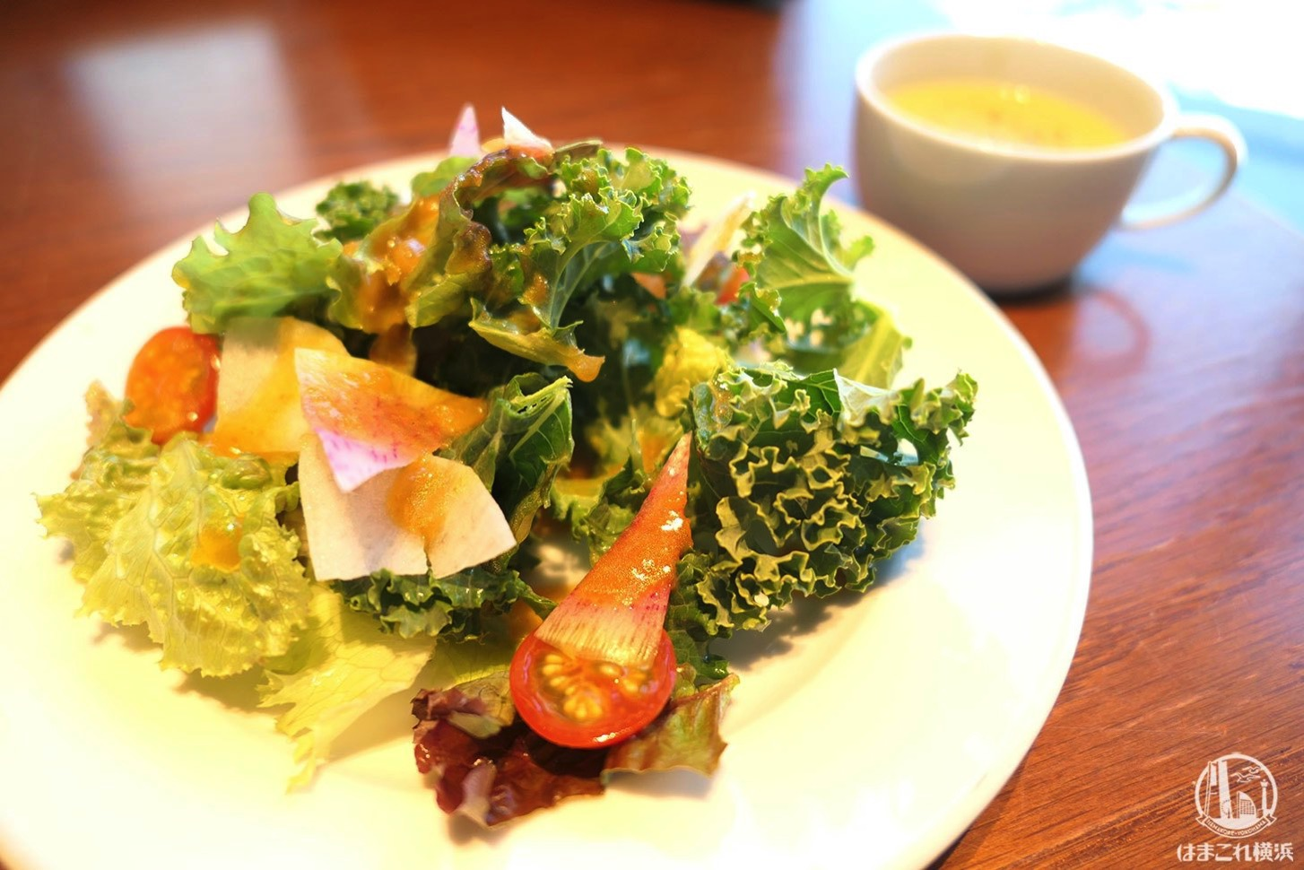 ケールのサラダとコーンスープ