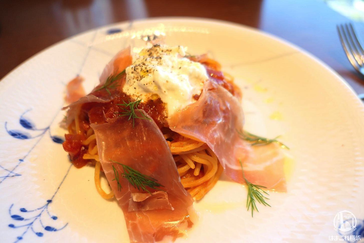 ストラッチャテッラチーズと生ハムのスパゲティ、ディールの香り