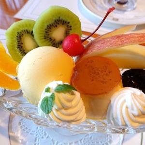 ホテルニューグランド発祥「プリンアラモード」ザ・カフェで!コルトンディッシュにたっぷりと