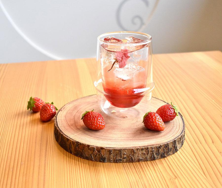 桜薫るストロベリーソーダ