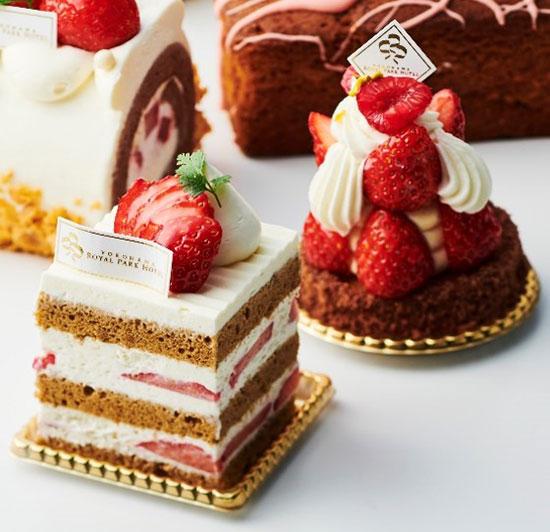 左:いちごスペシャルショートケーキ / 右:いちごタルト