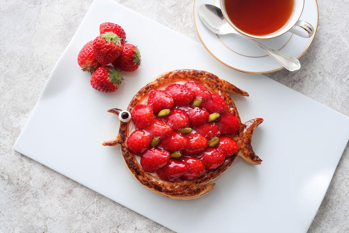 横浜・ホテルニューグランドに苺たっぷり「ポワソンダブリル」登場!フランスの伝統菓子