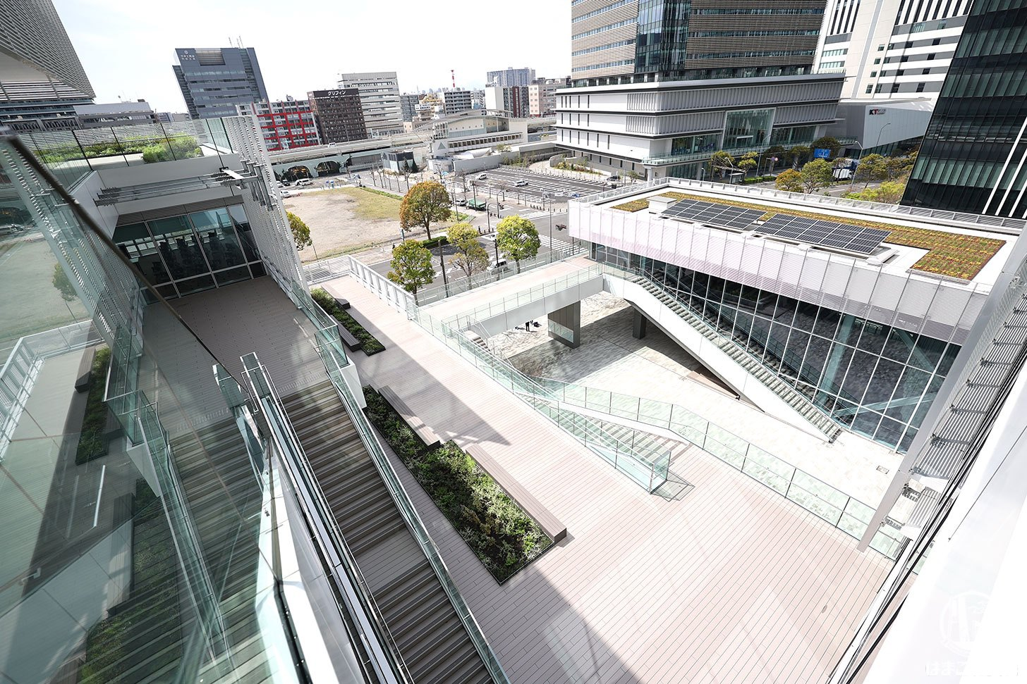 神奈川大学みなとみらいキャンパス テラスやブリッジ