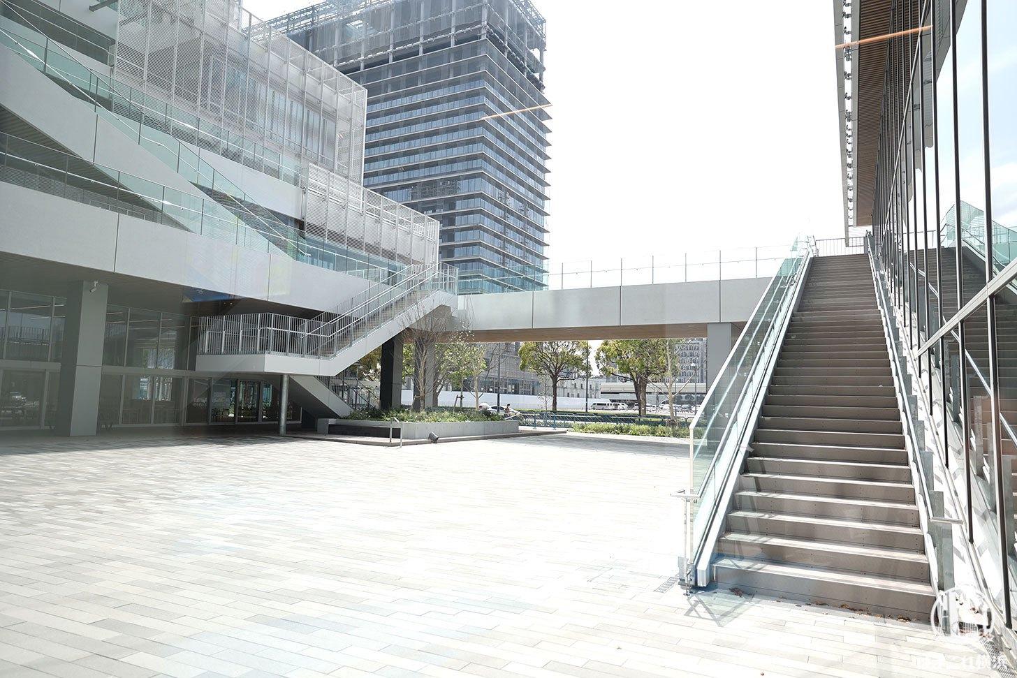 神奈川大学みなとみらいキャンパス 広場