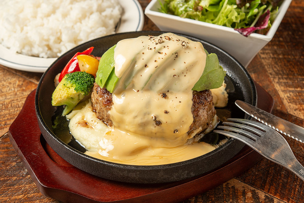 熟成牛ハンバーグ組み合わせ例(アボカド+チーズ)