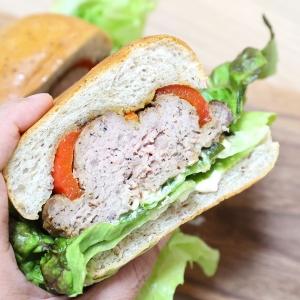 シゲルキッチンの横浜限定バーガーはパプリカに肉たっぷり!かもめパンとコラボ
