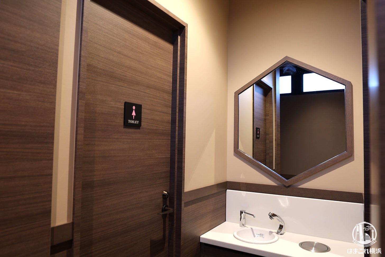 タリーズコーヒーKU 白楽駅店 六角形の鏡