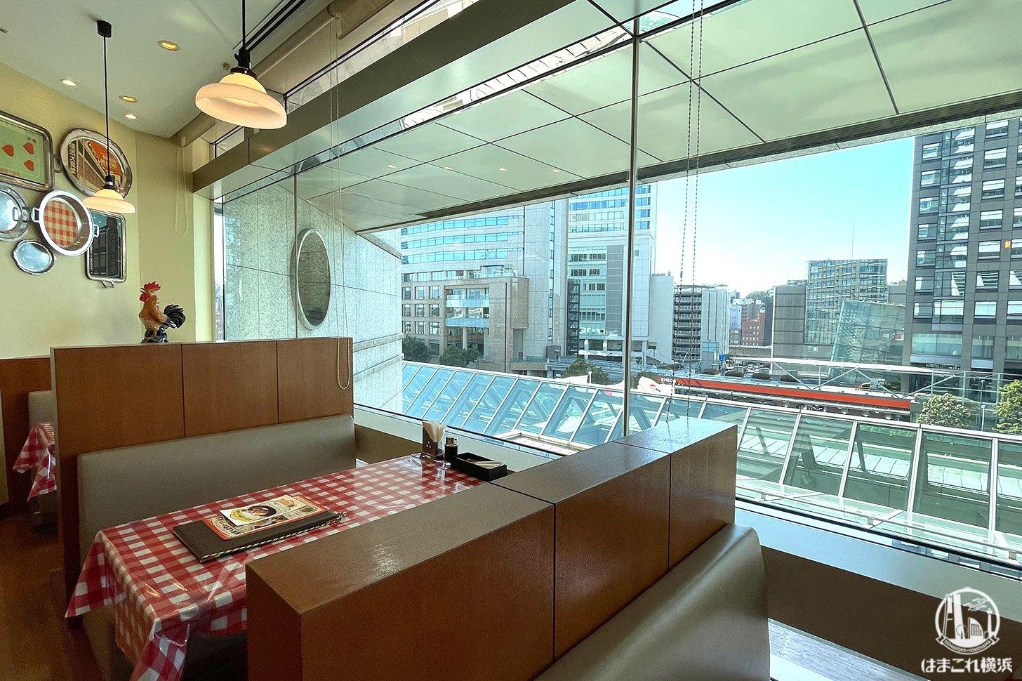 横濱大食堂 窓側のボックス席