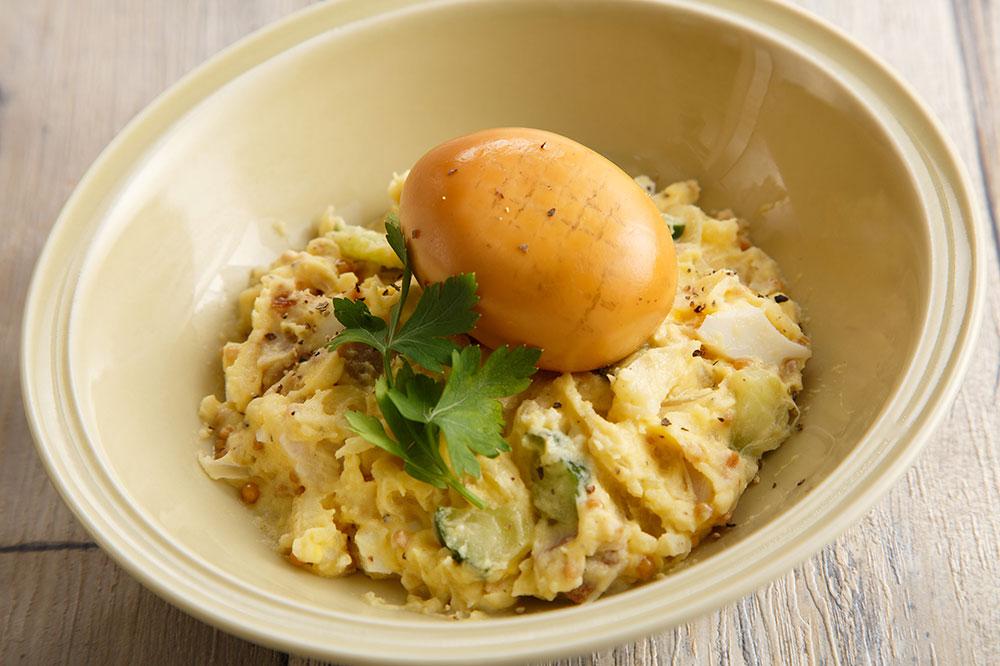 自家製燻製半熟煮玉子とベーコンのポテトサラダ590円
